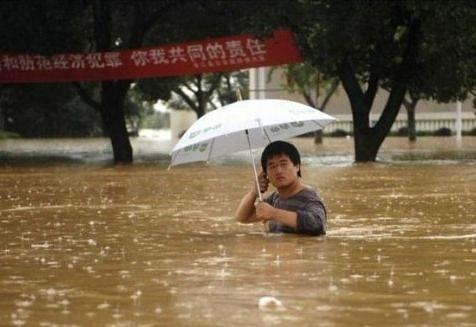 А все, что кроме, легко исправить с помощью зонта.